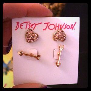NWT Betsey Johnson Stud Earrings 💕💕